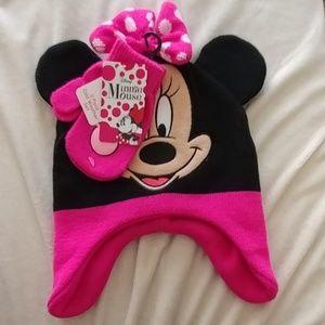 Rare Disney Hat & Mitten Set NWT